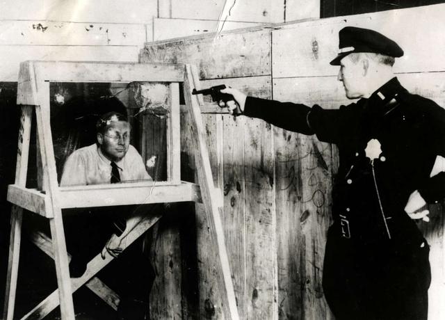Испытание пуленепробиваемого стекла в Нью-Йорка, 1931 год