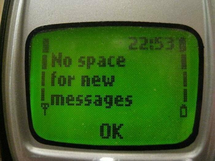 Нам приходилось удалять сообщения, потому что мобильные телефоны прошлого имели очень ограниченный объём данных