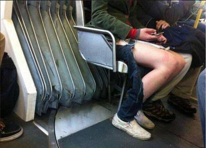 На этих ногах могли быть джинсы...