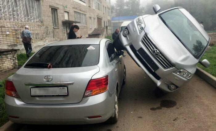 Это же надо было так припарковаться