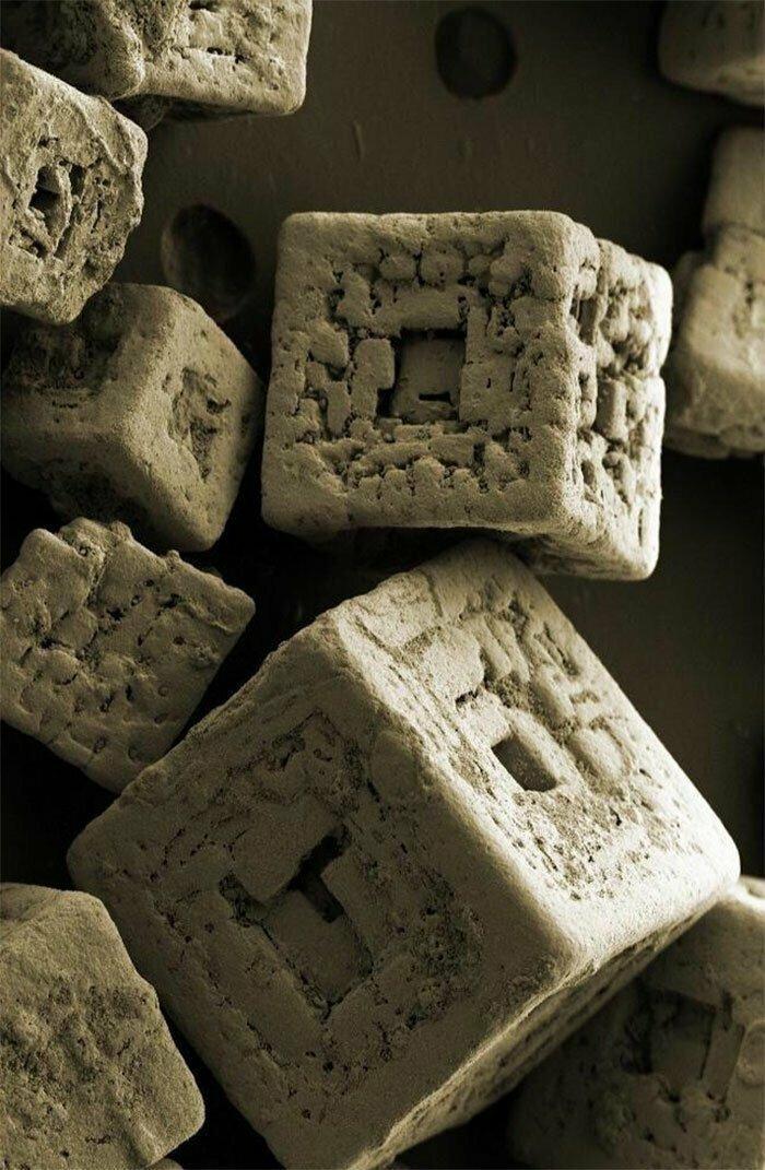 Гранулы соли под электронным микроскопом