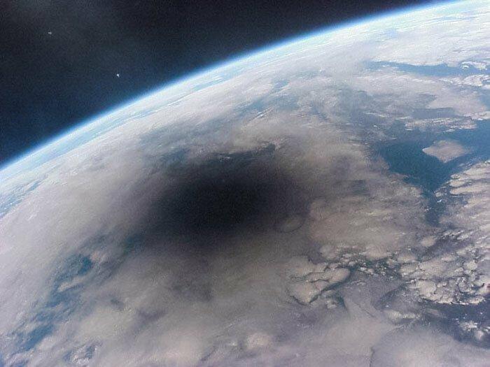 Солнечное затмение, вид из космоса