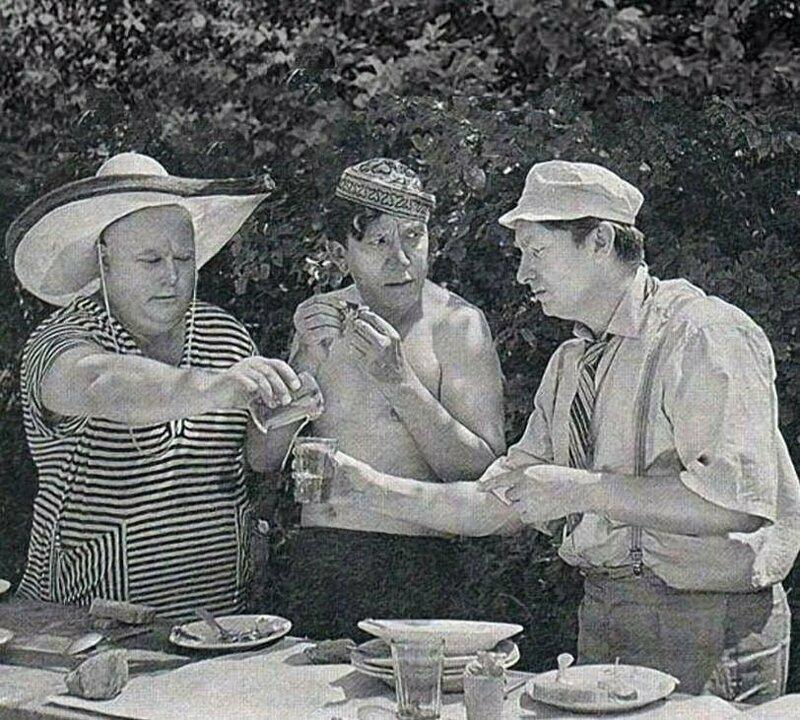 Троица на обеде
