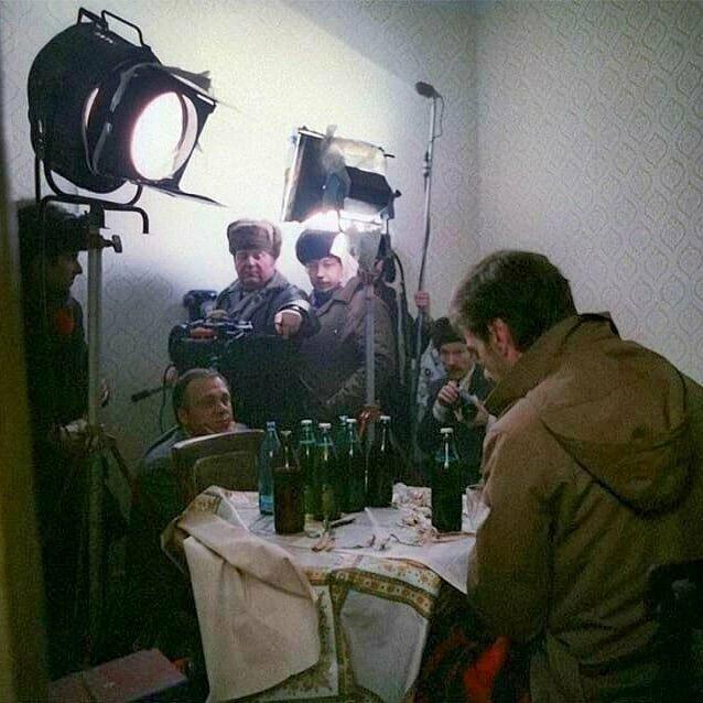 И снова у Меньшова пьют в кадре пиво. На этот раз Алексей Баталов в роли Гоши