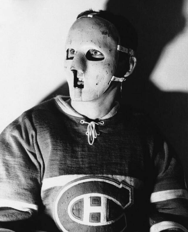 Когда стражи хоккейных ворот начали носить маски?