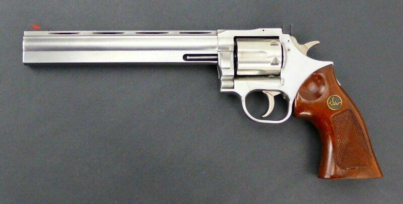 Револьвер Dan Wesson Magnum 357 с кожухом на стволе
