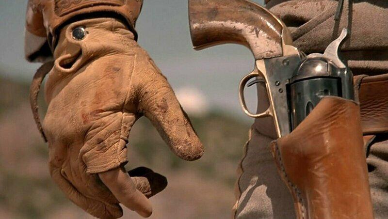 Для чего ковбой демонстративно вращает револьвер