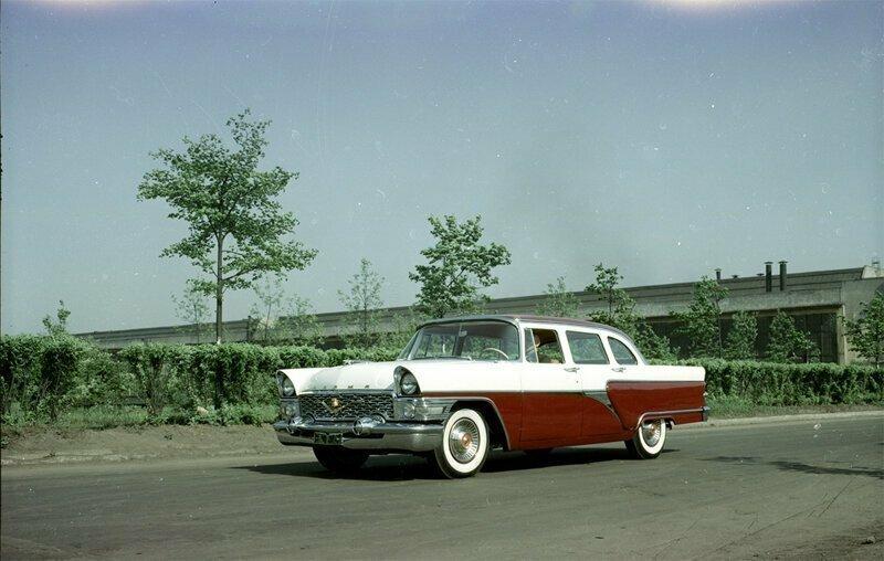 С того же сайта. Красивое фото предсерийного ГАЗ-13 «Чайка» 1957 года