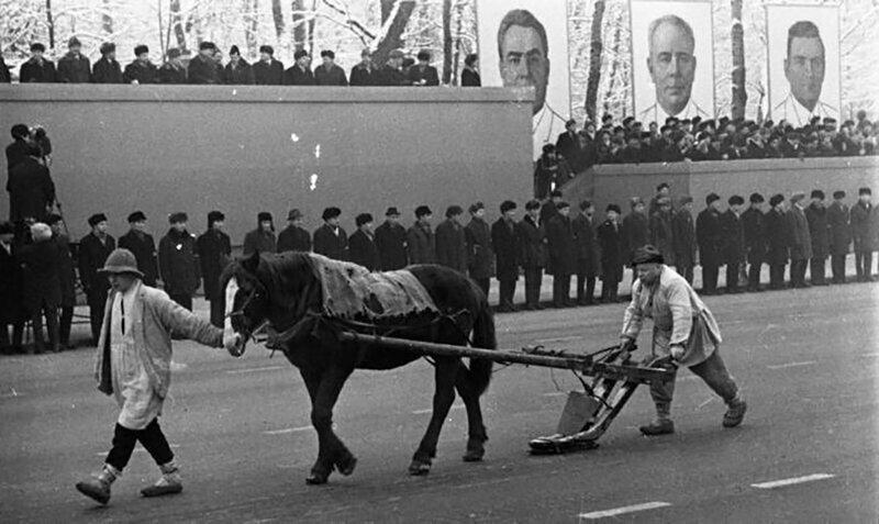 Парад в честь 51–й годовщины Великого Октября, Минск, 1968 год.