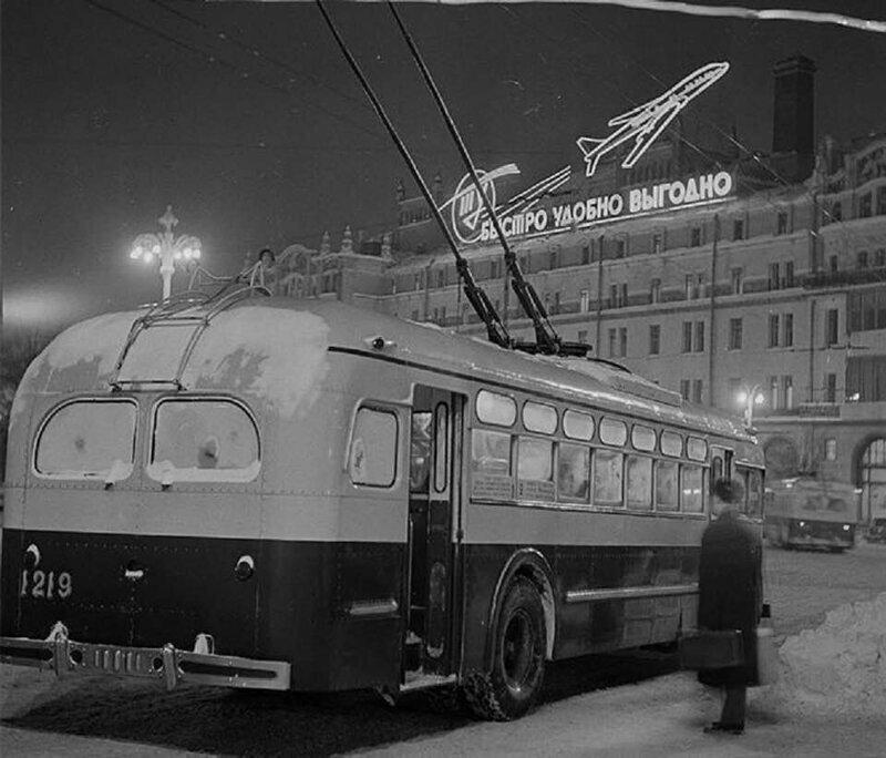 Театральная площадь, Метрополь