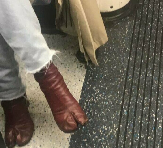 Почему у нее копыта вместо ног?
