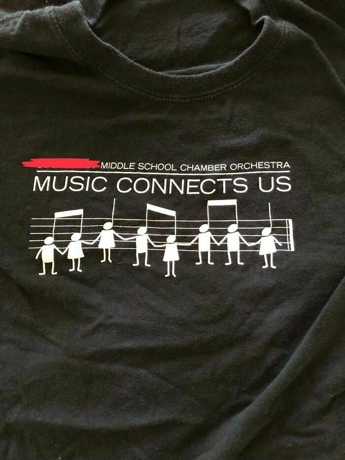 """Футболки для школьного оркестра """"Музыка нас соединяет"""" (а выглядит так, будто от нее хочется повеситься)"""