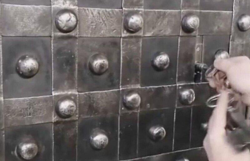 Как справиться со старинным сейфом из Франции