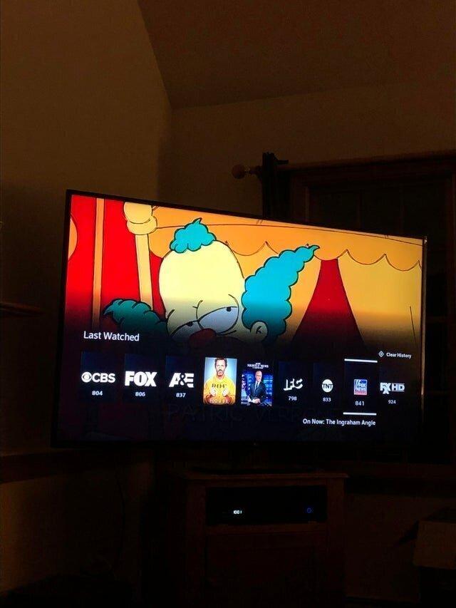 Вот так мой отец смотрит телевизор, и при этом ещё постоянно переключает каналы