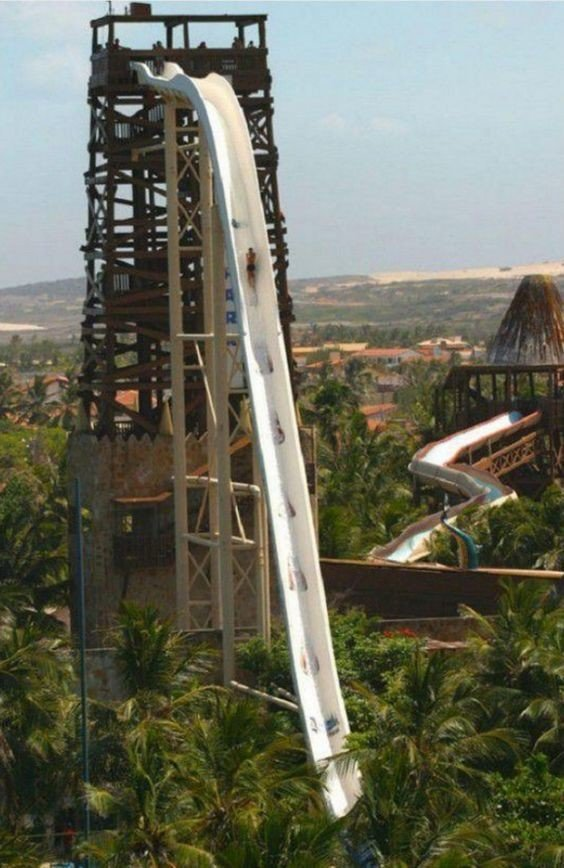 """2. Самая высокая водная горка """"Insano"""" расположена в аквапарке Beach Park, Бразилия"""