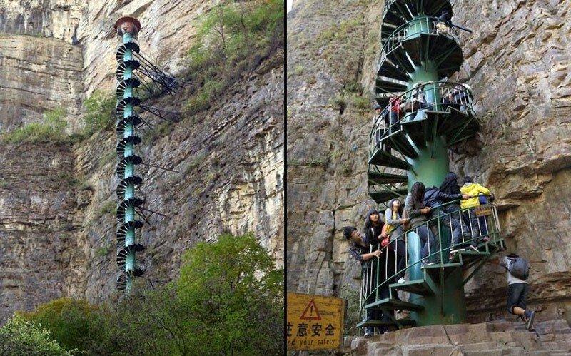 4. Еще одна лестница в небо в Китае. Высота ее почти 100 метров. Похоже на экстремальную карусель