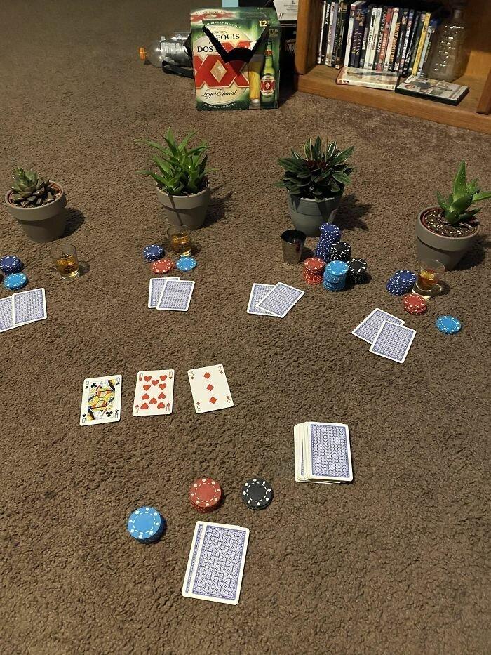 Кстати, карточные игры никто не отменял!