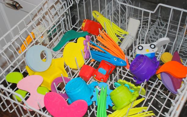 Как мыть игрушки?