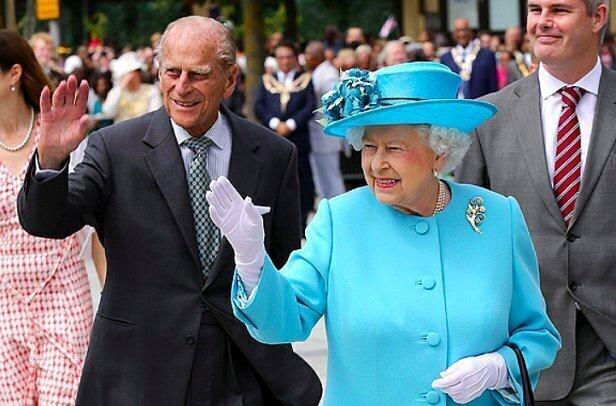 Муж Елизаветы II должен на два шага отставать от супруги