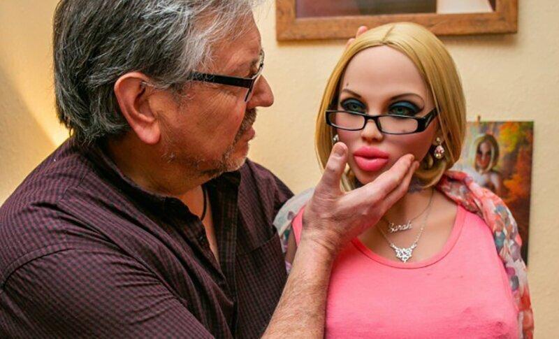 А вот 58-летний Дин Беван после развода с женой завел себе целый гарем из резиновых красоток