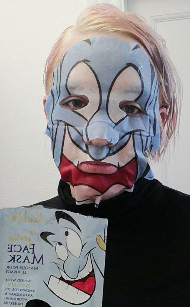 Кажется, маска Джинна должна выглядеть более позитивно