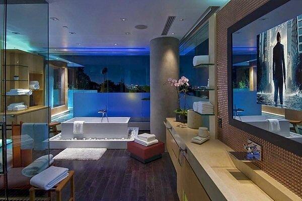 В Ксанаду 2.0 24 ванных комнаты