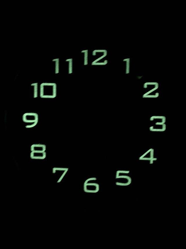 Часы, которым забыли сделать светящиеся стрелки