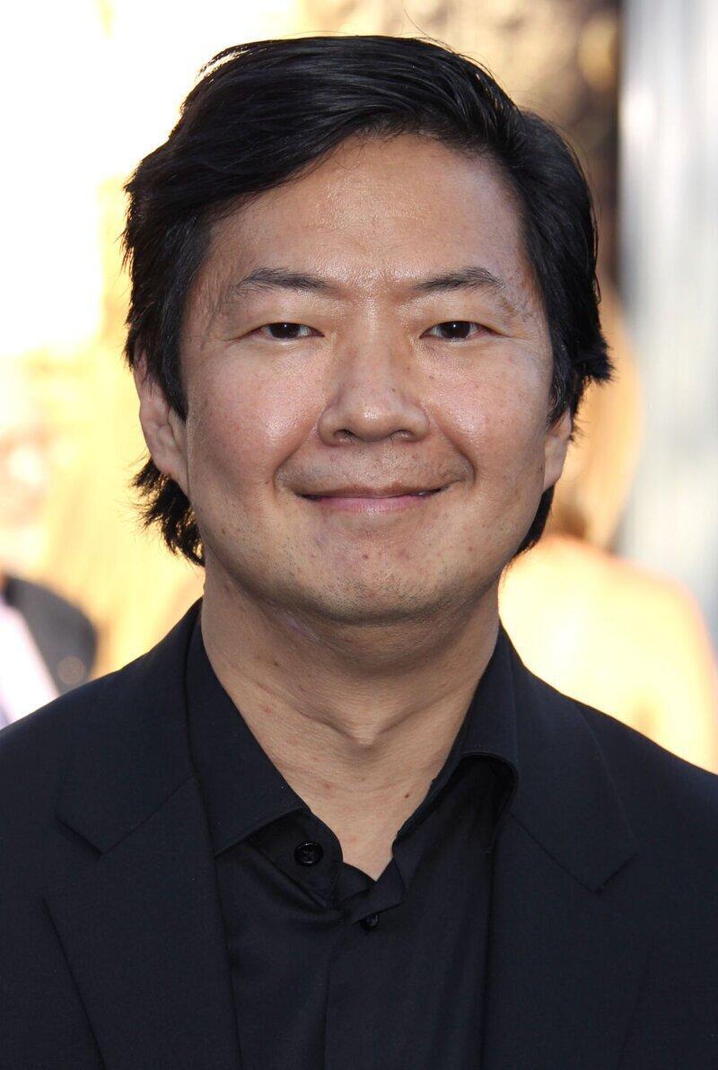 Кадр взят из американского сериала «Сообщество» (Community), где актёр Кен Жонг играет  преподавателя  испанского – сеньора Чанг