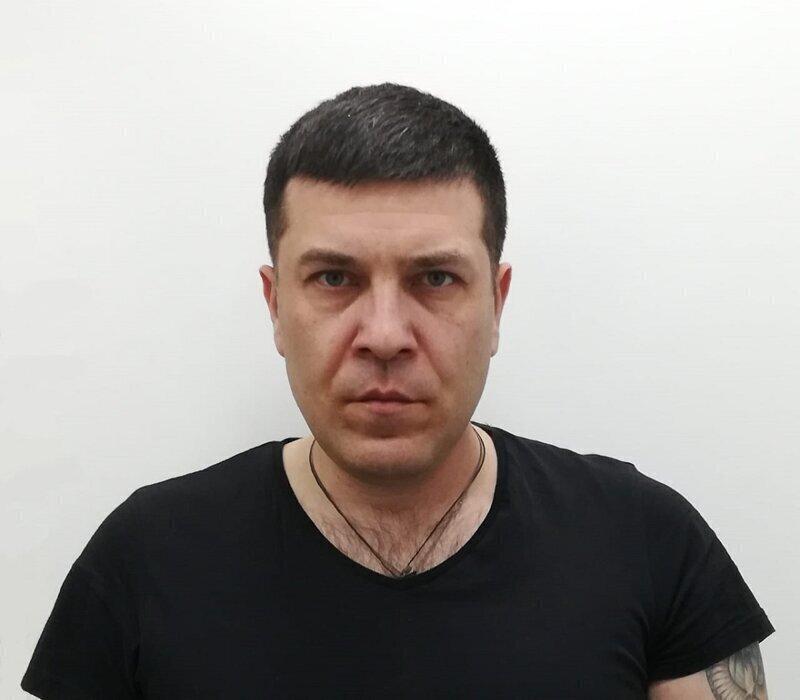 Это певец и композитор, житель Самары Владимир Брест и коллаж он сделал сам для своего нового альбома.