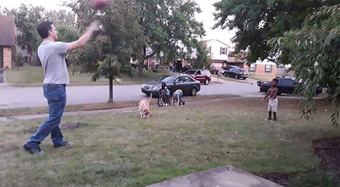 """""""Мне так нравится, когда в нашу дверь стучит соседский мальчишка и спрашивает, не выйдет ли мой муж поиграть с ним в мяч!"""""""