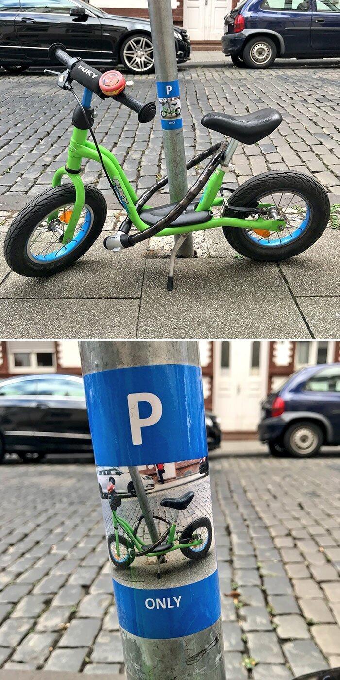 """""""Мой сын каждый день в течение года оставлял свой велосипед у этого столба. И вот сегодня мы увидели там этот стикер"""""""