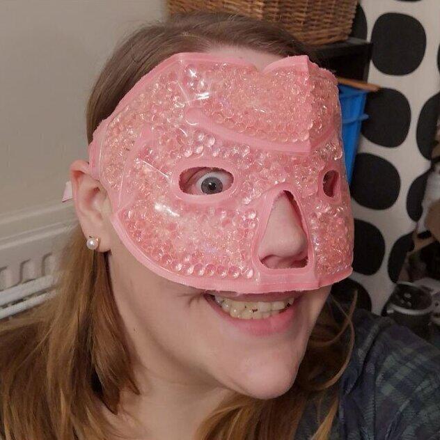 """""""Не буду долго искать. Такого добра у меня навалом: вот, например, маска для разогрева/охлаждения лица"""""""