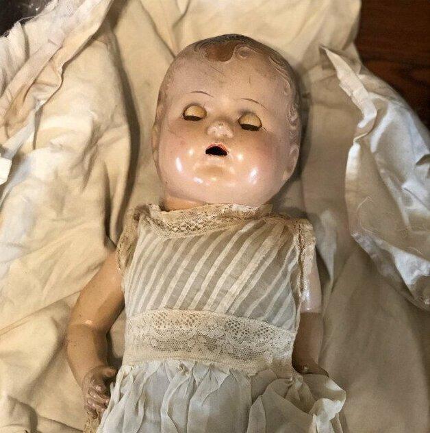 """""""Кукла моей свекрови. Живет на чердаке и я уверена - это она там шумит по ночам"""""""