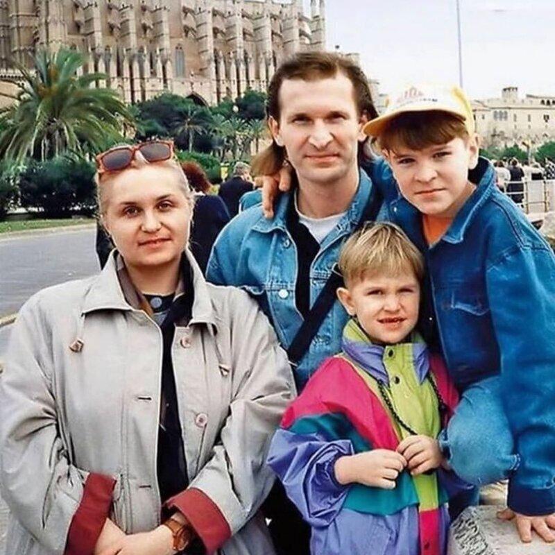Федор Добронравов с семьей на отдыхе