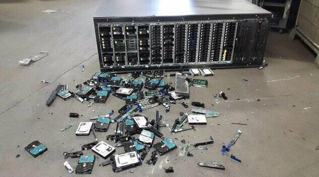 """22. """"Не забудьте уронить свой сервер"""""""