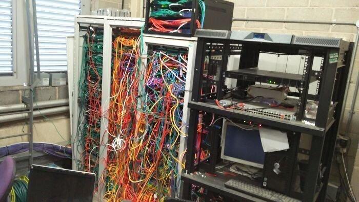 """19. """"Кто-то что-то отключил и теперь офисный интернет не работает..."""""""