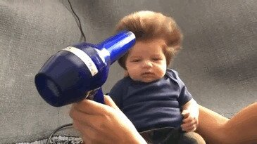 Как вырос ребенок, родившийся с пышными волосами