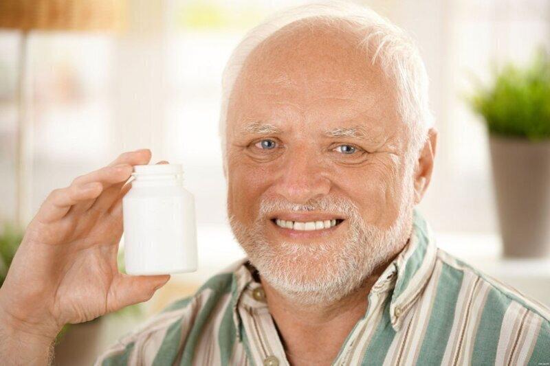 Мне кажется, у многих сейчас состояние, как у этого деда. Боль, сквозь улыбку.