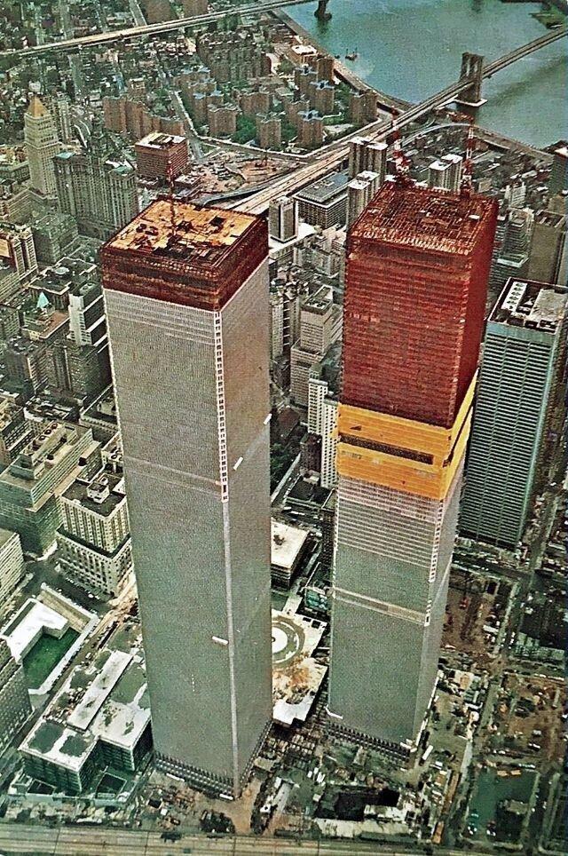 Башни-близнецы-  1971: строительство продолжается