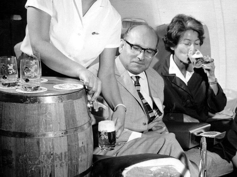Пиво на борту самолета Lufthansa, 1960-е