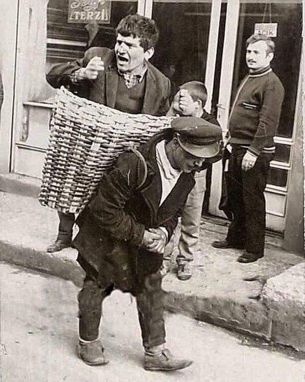 """В 1960-х в Стамбуле существовала """"Пьяная корзина"""". Люди нанимали носильщика, чтобы их донесли домой"""