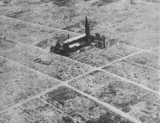 Церковь Святого Августина среди руин Варшавского гетто, 1945 год