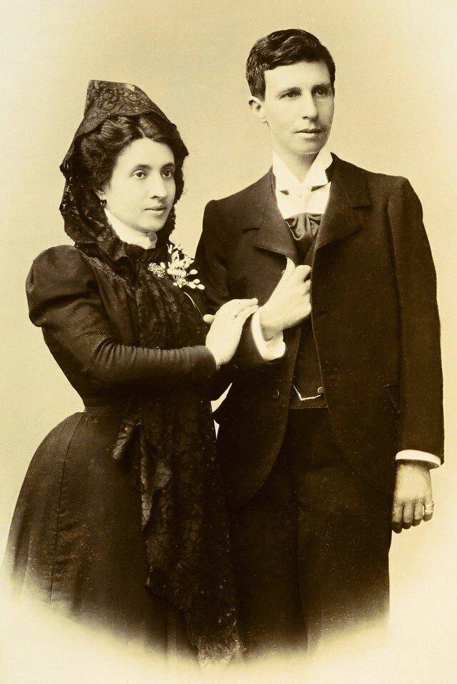 Однополые браки, оказывается, совершались уже давно! В 1901 году поженились Марсела Грасиа Ибеас и Элиза Санчес Лорига женаты. Эльза скрывается, маскируясь под мужчину Марио