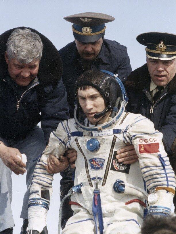 Сергей Крикалев - космонавт, который вернулся на Землю 25 марта 1992 года уже после распада СССР в совершенно другую страну (он был последним человеком СССР)