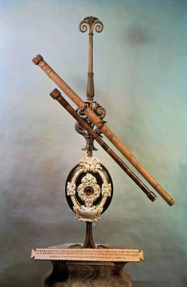 Первый в мире телескоп