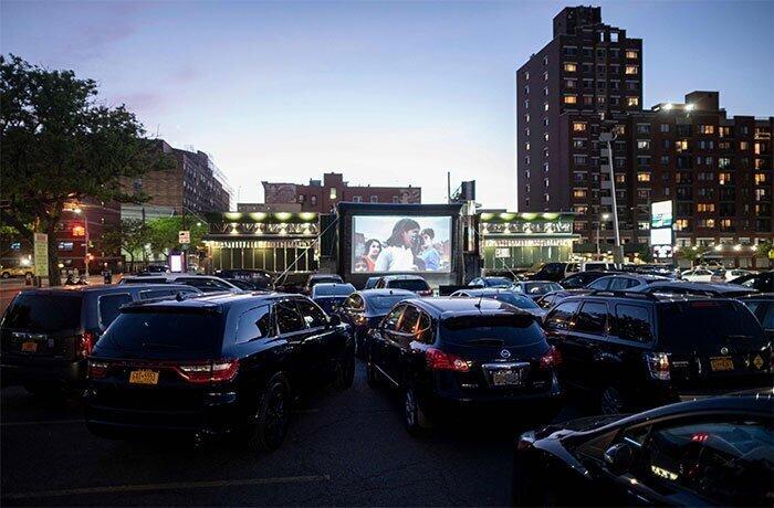 В городах США - новый бум автомобильных кинотеатров