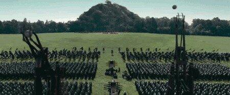 """В фэнтези и фильмах о средневековье всякий раз, когда на поле битвы есть осадные орудия, то они делают один выстрел, после чего командир кричит """"В атаку!"""""""