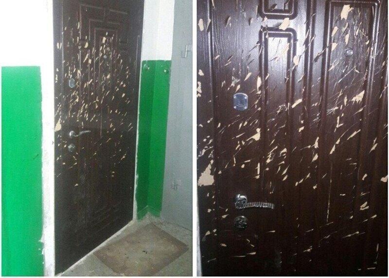 Соседка зарубила дверь топором из-за курения