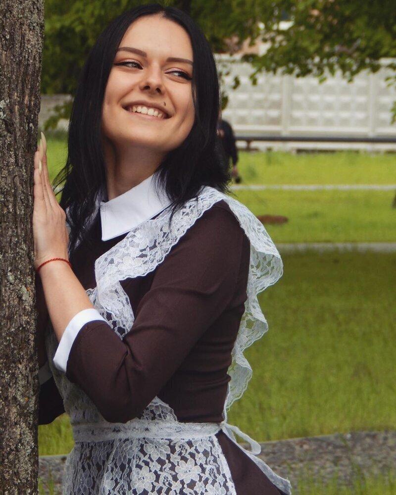 """Красавицы с """"Последнего звонка"""": милые выпускницы-2020"""