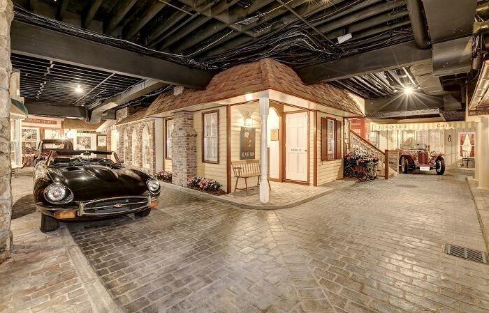 Современный дворец с изюминкой в подвале